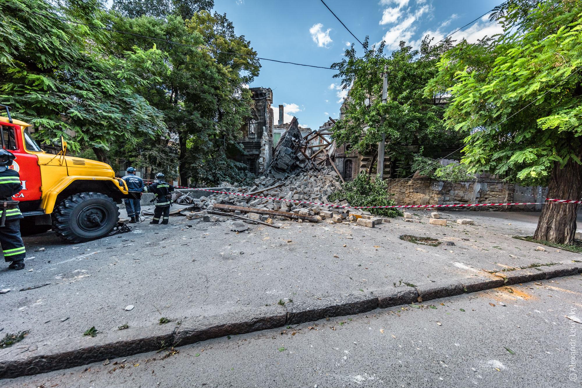 Украина, Одесса. Здание Русского Технического Общества обвалилось